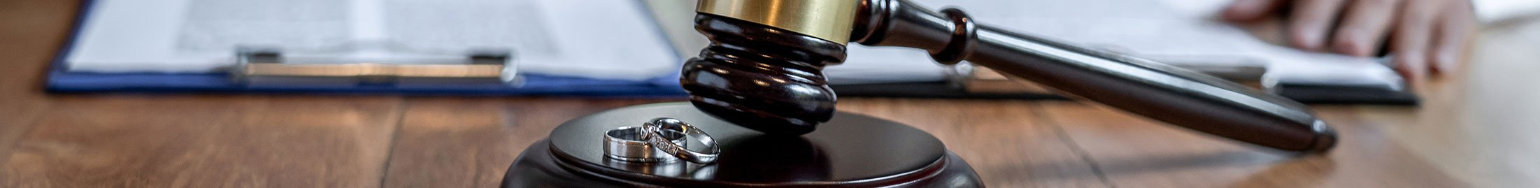 gavel with two wedding rings, showing divorce